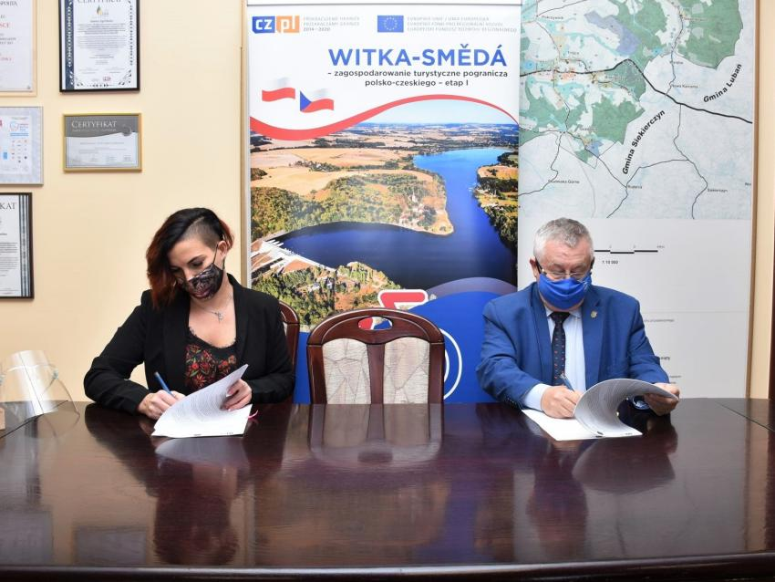 Podpisanie umowy na zagospodarowanie terenu przy zalewie Witka / fot. UG Zgorzelec