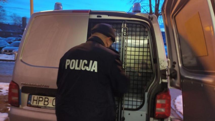 Policjant przy radiowozie / fot. KPP Zgorzelec