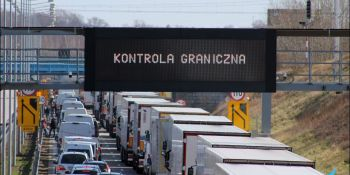 Gigantyczne korki na granicy w Jędrzychowicach. Odstać trzeba nawet kilka godzin - zdjęcie nr 15