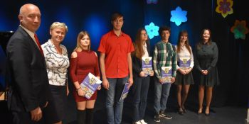 Najlepsi uczniowie odebrali Stypendia Starosty Zgorzeleckiego! - zdjęcie nr 4