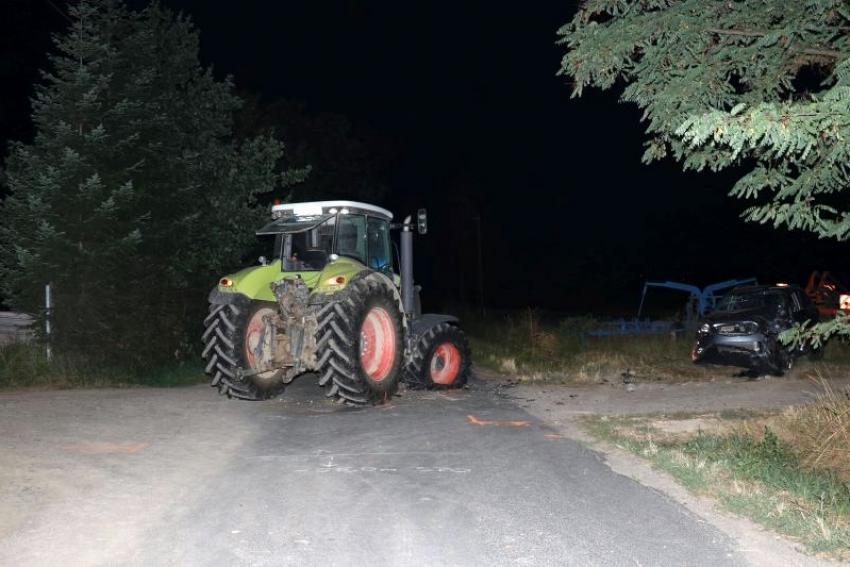 Wypadek w gminie Sulików: ciągnik rolniczy uderzył w osobówkę / fot. KPP Zgorzelec