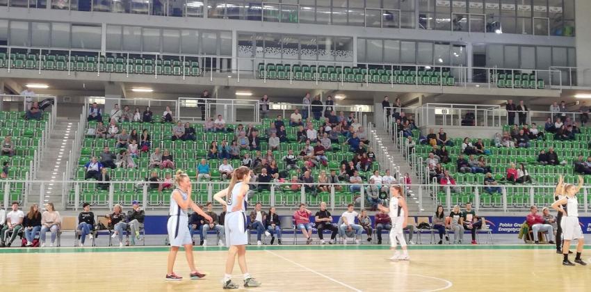 Debiutowi dziewczyn Citronex UKS Basket Zgorzelec w II lidze przyglądało się kilkuset kibiców