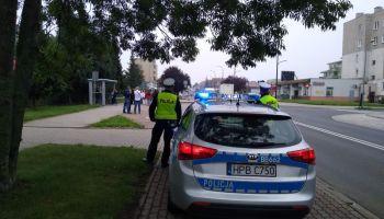 Policjanci przy SP 5 w Zgorzelcu / fot. KPP Zgorzelec