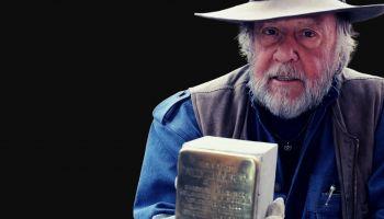 """Gunter Deming który zainstaluje """"kamienie pamięci"""", upamiętniające ofiary nazizmu / materiały prasowe"""