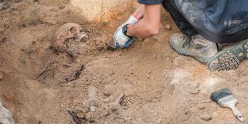Ekshumacja szczątków niemieckiego żołnierza w Zawidowie (fot. Jerzy Stankiewicz) - zdjęcie nr 14