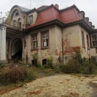 Były Klub Garnizonowy w Zgorzelcu w trakcie rozbiórki. Budynek z historią znika z mapy miasta?