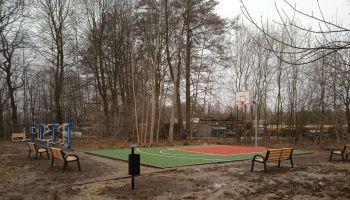 Mini boisko do koszykówki oraz siłownia zewnętrzna w Pokrzywniku / fot. UG Zgorzelec