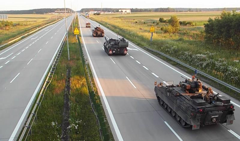 Przejazd kolumny pojazdów wojskowych / fot. GDDKiA - M. Grzegorczyk, M. Szumiata, M. Ostrowski