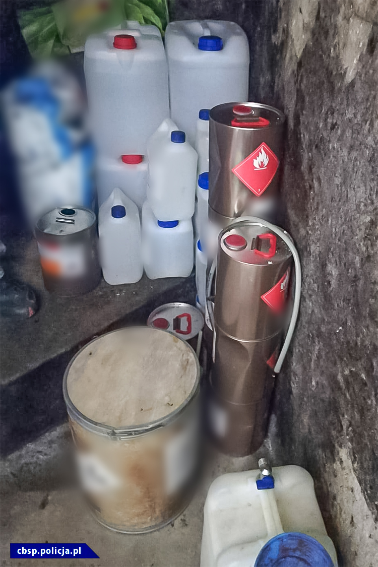 """Laboratorium """"piko"""" i zabezpieczone substancje / fot. CBŚP"""
