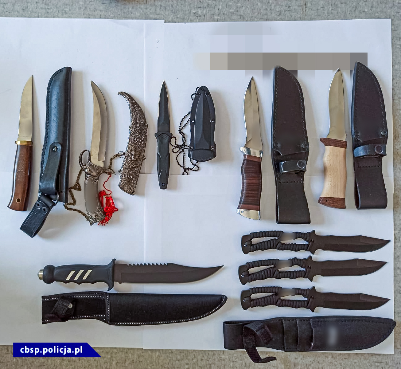 Zabezpieczone noże, kominiarki, elementy wyposażenia policyjnego itp. / fot. CBŚP