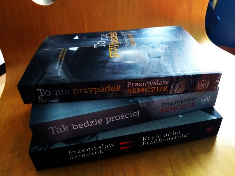 Konkurs, w którym do wygrania są książki Przemysława Semczuka