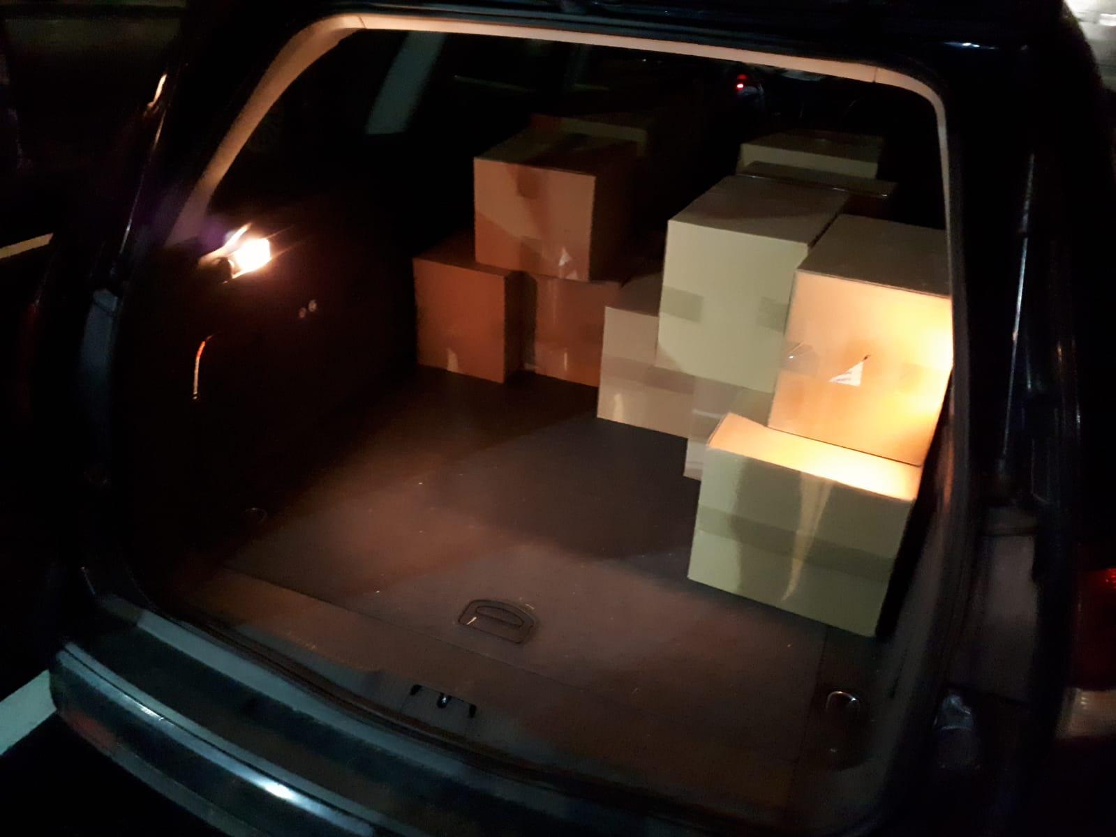 Zabezpieczone w samochodzie kartony z lekarstwami zawierającymi pseudoefedrynę / fot. NOSG