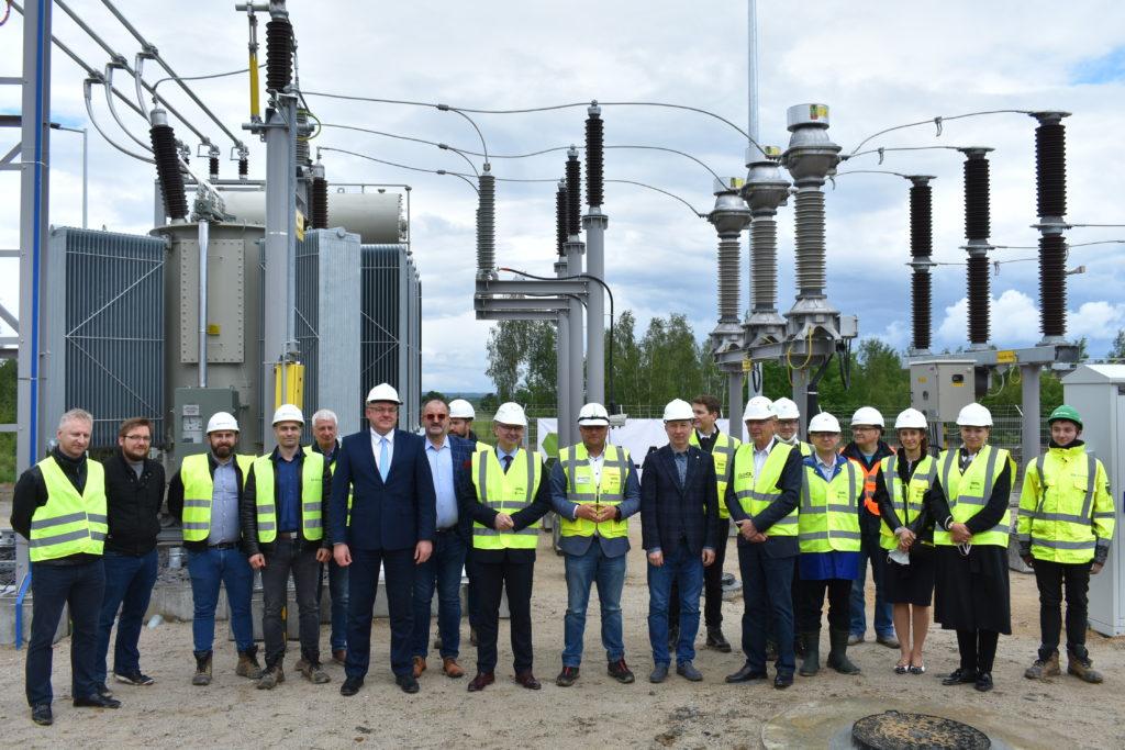 Wizyta wiceministra Ireneusza Zyski na farmie fotowoltaicznej w Ręczynie / fot. ZKlaster