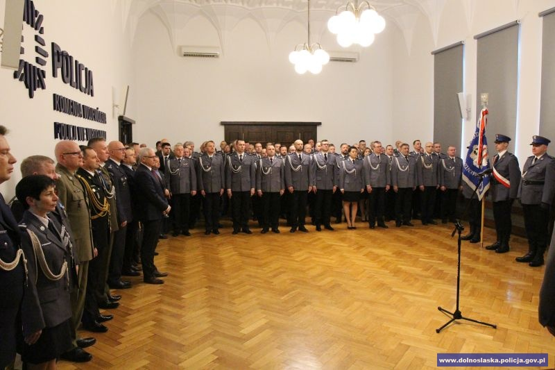 Zaproszeni goście i kadra kierownicza podczas uroczystości / fot. KWP Wrocław