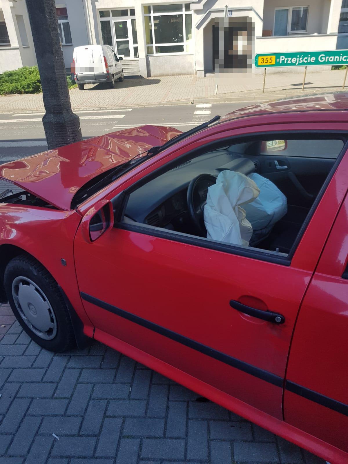 Samochód, którym poruszał się mężczyzna podejrzany o kradzież / fot. KPP Lubań